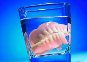 Знімне протезування зубів